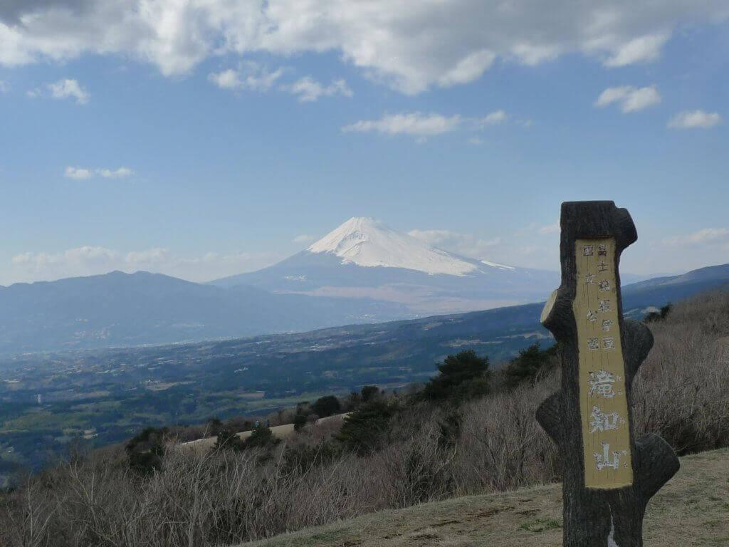 伊豆スカイラインと富士山